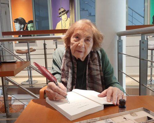 Η Άλκη Ζέη, μια από τις σπουδαιότερες Ελληνίδες συγγραφείς παιδικών βιβλίων, συνομιλεί με τους μικρούς δημοσιογράφους των Εκπαιδευτηρίων Λαμπίρη